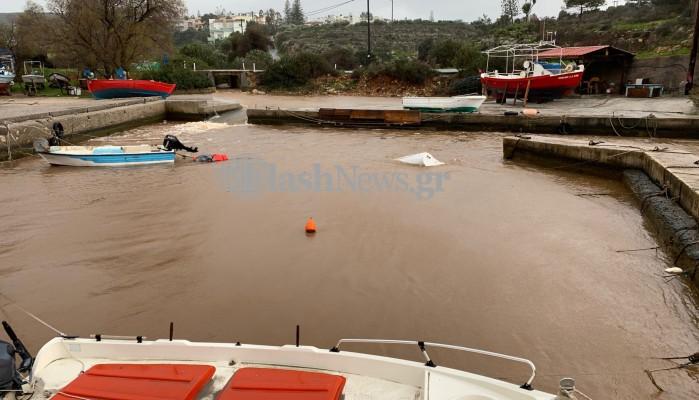 Βυθίστηκαν βάρκες στον Άγ. Ονούφριο στα Χανιά (φωτο - βίντεο)