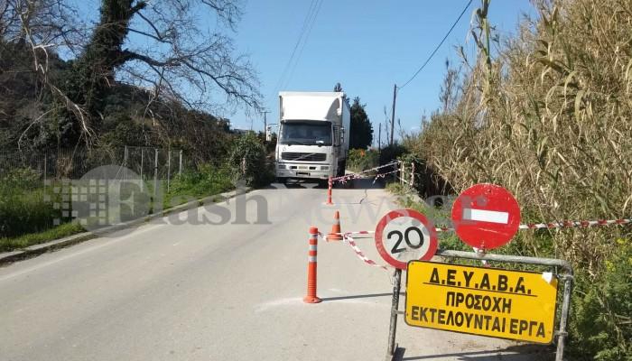 Κίνδυνος για τους οδηγούς που περνούν από τη γέφυρα στο Πατελάρι (φωτο)