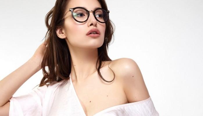 Πώς να βαφτείτε αν φοράτε γυαλιά μυωπίας