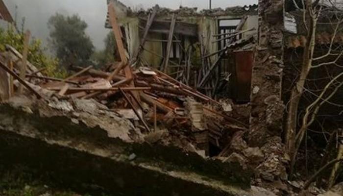 Έπεσαν δυο σπίτια στους Λάκκους από την κακοκαιρία (φωτο)