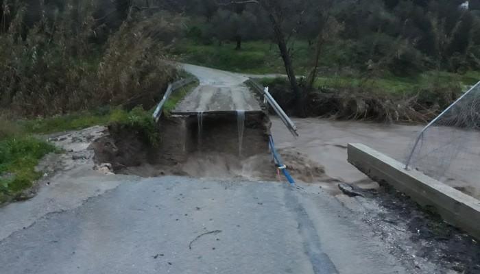 Κόπηκε τελείως η γέφυρα στο Βουλγάρω Κισάμου (φωτο)