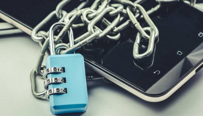 Δυο συμβουλές για να κάνετε το κινητό σας ασφαλές στο… κρυφοκοίταγμα