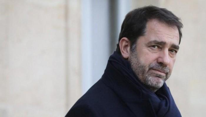 Νέο ροζ σκάνδαλο στη Γαλλία: Ο υπουργός Εσωτερικών χορεύει και φιλά άγνωστη νεαρή!