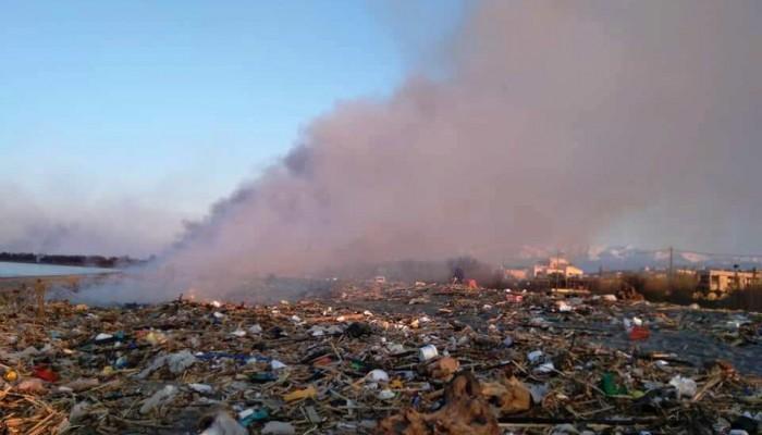 Μεγάλη ρύπανση από ανεξέλεγκτη καύση καλαμιών σε παραλίες στα Χανιά (φωτο-βίντεο)