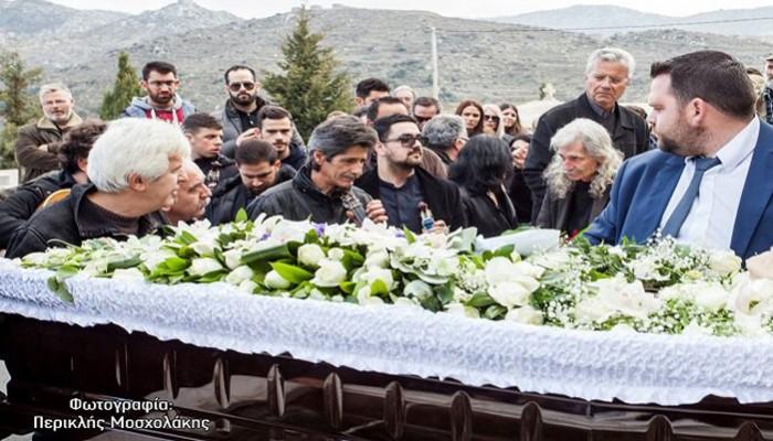 Με λύρες είπαν το τελευταίο αντίο στον Κρητικό λυράρη Γιώργη Καλομοίρη Γιωργαντό