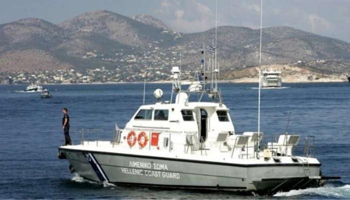Ημιβυθισμένο σκάφος στο λιμάνι Χερσονήσου