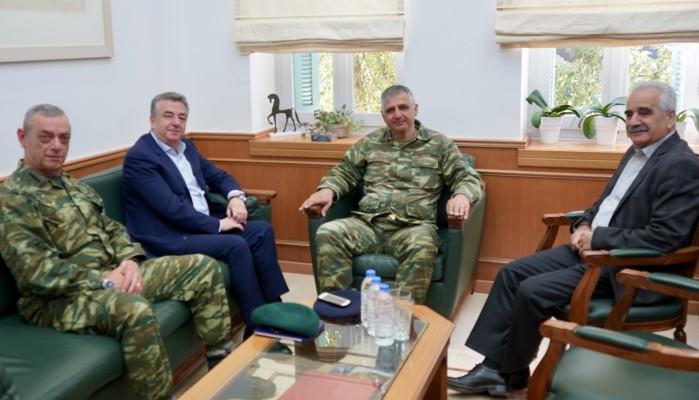 Εθιμοτυπική επίσκεψη στη Περιφέρεια των ανώτατων στρατιωτικών της ΣΕΑΠ