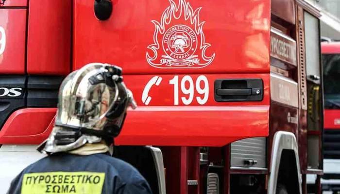 Η φωτιά στην αποθήκη σήκωσε στο πόδι μια γειτονιά