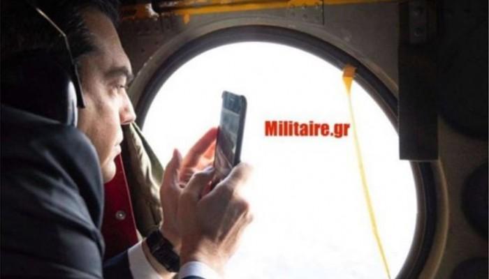 Ο Τσίπρας στο ελικόπτερο φωτογραφίζει τα μαχητικά στο Αγαθονήσι