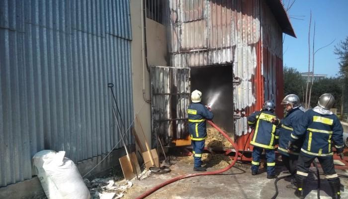 Φωτιά σε αποθήκη γνωστής επιχείρησης ξυλείας στα Χανιά (φωτο+βιντεο)