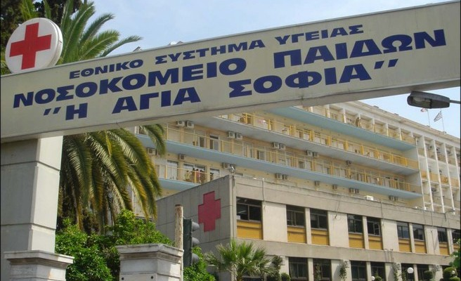 Σε κρίσιμη κατάσταση το αγοράκι που καταπλακώθηκε από γκαραζόπορτα στο Φάληρο