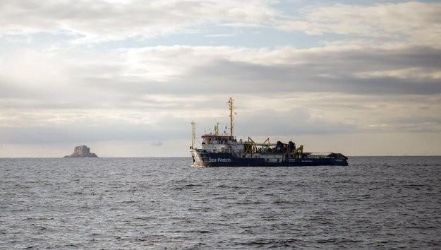 Πλοίο με δεκάδες μετανάστες παγιδευμένο ανάμεσα στην Μάλτα και την Ιταλία