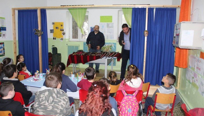 Παρουσίαση αυθεντικών όπλων του '21 στα δημοτικά σχολεία του δήμου Σφακίων