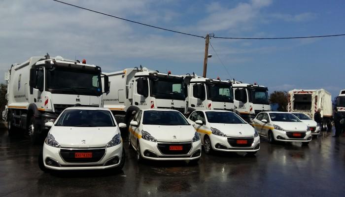 Καινούρια απορριμματοφόρα, επιβατηγά και jcb παρέλαβε σήμερα ο δήμος Χανίων