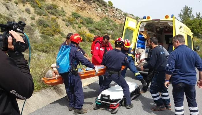 Ηράκλειο: Επιχείρηση διάσωσης - Βράχος πλάκωσε το πόδι 50χρονου (φωτο)