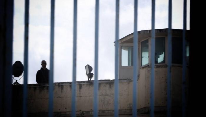 Άγνωστος πέταξε ναρκωτικά στις φυλακές της Αγιάς και εξαφανίστηκε