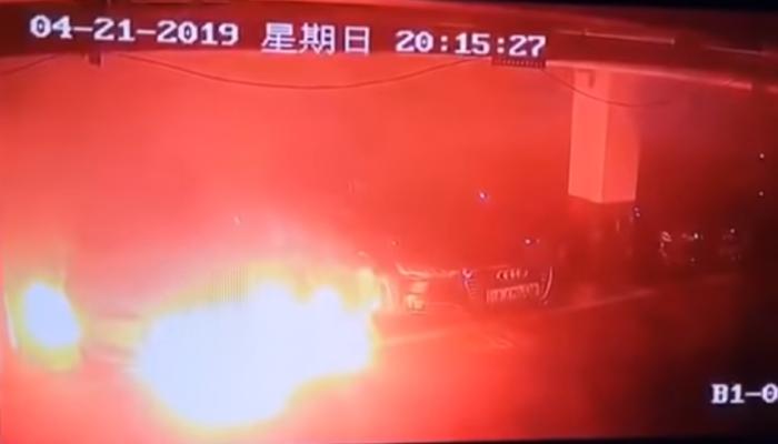Αυτοκίνητο Tesla πήρε φωτιά μέσα σε πάρκινγκ στη Σαγκάη (βίντεο)