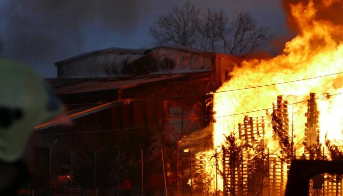 Μεγάλη ζημιά από φωτιά σε επιχείρηση ξυλείας στο Ηράκλειο