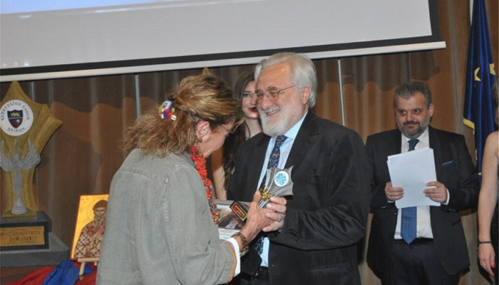 Βραβεύτηκε από την Ακαδημία Ελληνικών Βραβείων Τέχνης ο σκηνοθέτης Γιάννης Σμαραγδής