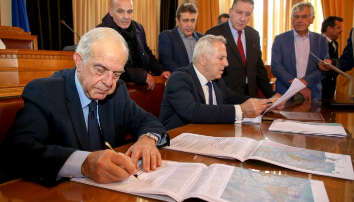 Έπεσαν οι υπογραφές για την παραχώρηση του στρατοπέδου Μπετεινάκη!