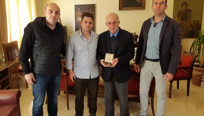 Η Αθλητική Ένωση Αστυνομικών τίμησε τον Βασίλη Λαμπρινό