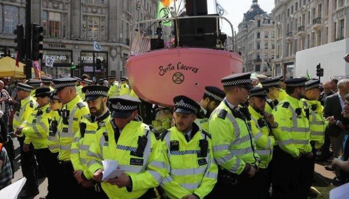 Διαδηλωτές απέκλεισαν την είσοδο στο χρηματιστήριο του Λονδίνου