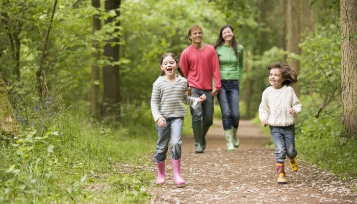 Παιχνίδι στη φύση: Τα οφέλη για την ψυχική υγεία των παιδιών