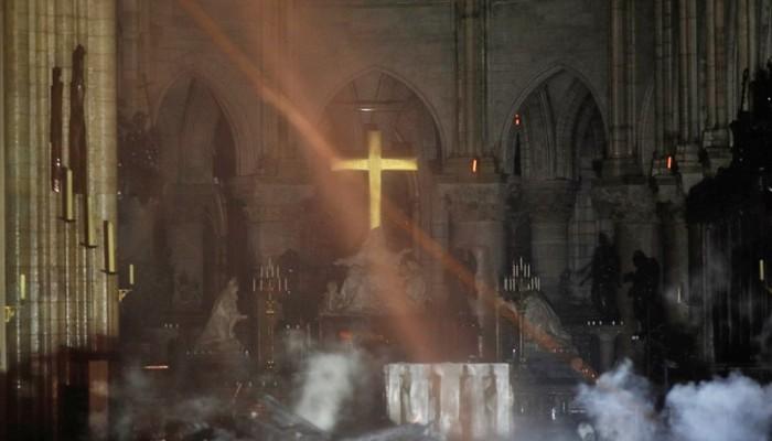 Καταστροφή στην Παναγία των Παρισίων: Οι πρώτες φωτογραφίες από το εσωτερικό του ναού