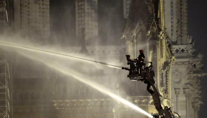 Παναγία των Παρισίων: Μετά τη φωτιά, το νερό είναι η μεγαλύτερη απειλή για το διάσημο ναό