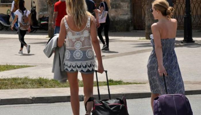 Οι 19 χώρες που θα στείλουν πρώτες τουρίστες στην Ελλάδα στις 15 Ιουνίου
