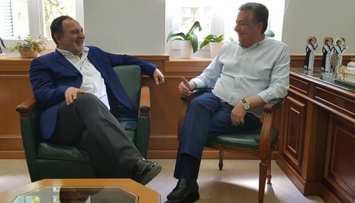 Συνάντηση Γιάννη Κουράκη με τον Περιφερειάρχη Κρήτης Σταύρο Αρναουτάκη