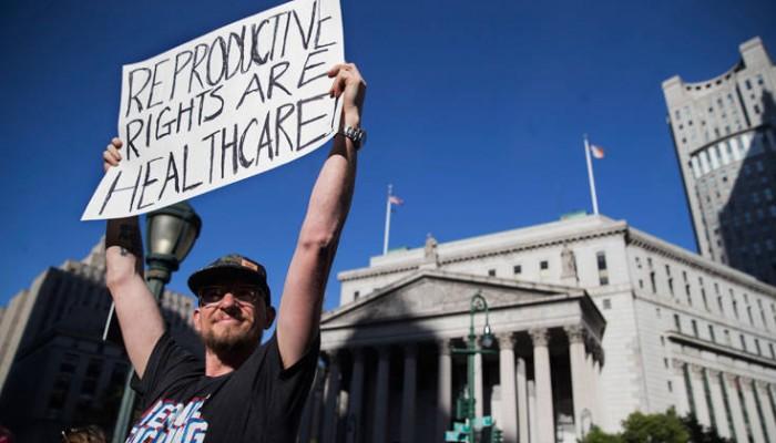Η νομοθεσία για τις αμβλώσεις βγάζει τους Αμερικανούς στους δρόμους