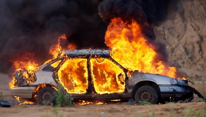 Αυτοκίνητα τυλίχτηκαν στις φλόγες