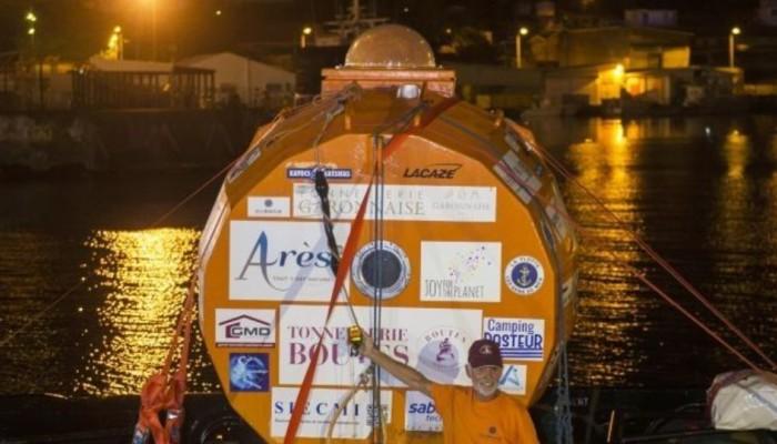 Σύγχρονος άθλος: 72χρονος Γάλλος διένυσε τον Ατλαντικό μέσα σε... βαρέλι!