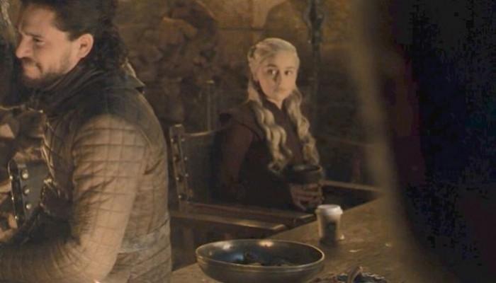 Η γκάφα στο Game of Thrones: Στο Westeros έπιναν καφέ από τα... Starbucks!