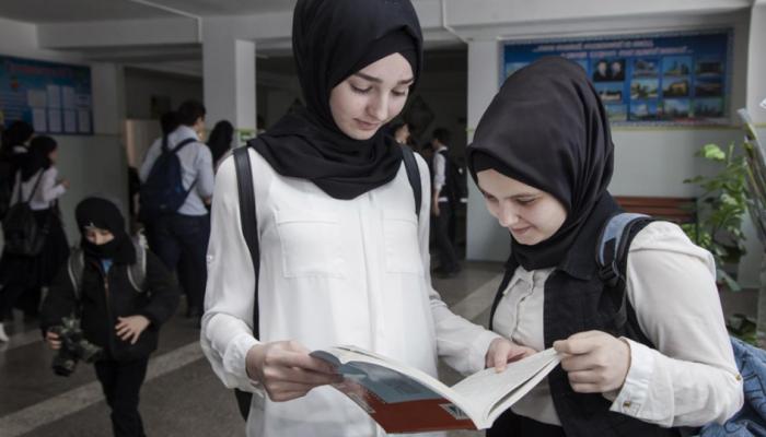 Η Αυστρία απαγόρευσε με νόμο τη μαντίλα στα σχολεία