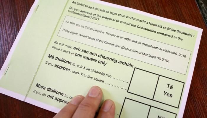 Οι Ιρλανδοί εγκρίνουν με συντριπτική πλειοψηφία τη χαλάρωση των περιορισμών στα διαζύγια