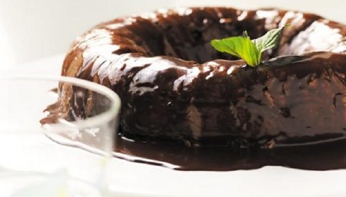 Μουχαλεμπί σοκολάτας με μέντα και σάλτσα σοκολάτας