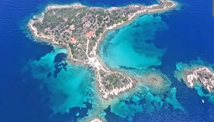 Τα άγνωστα τιρκουάζ νησάκια της Χαλκιδικής