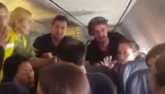Το παραλήρημα μεθυσμένης στον αέρα που αναστάτωσε ολόκληρη πτήση