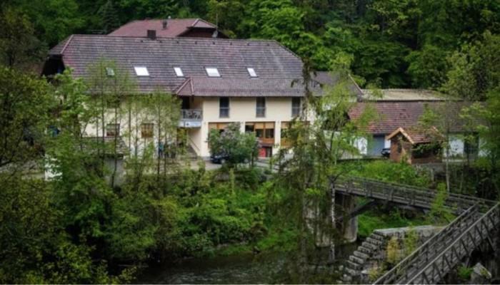 Θρίλερ στη Βαυαρία: Τρεις βαλλίστρες, πέντε πτώματα, δύο διαθήκες, ένας γρίφος
