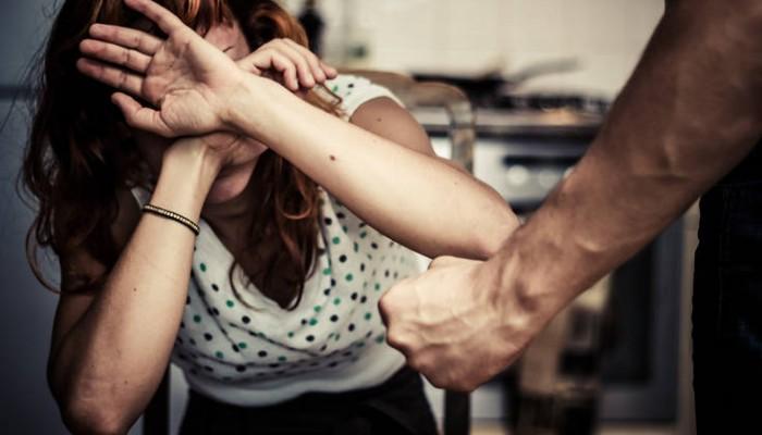 Τη χτύπησε γιατί αρνήθηκε να κάνει σεξ μαζί του μετά τη βάφτιση του παιδιού τους