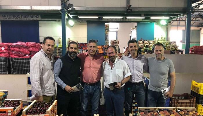 Σε ιχθυαγορά, λαχαναγορά, αμαξοστάσιο και υπηρεσία Καθαριότητας  ο Πέτρος Ινιωτάκης
