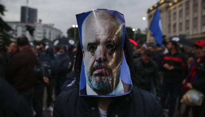 Χάος στην Αλβανία: Συνεχίζεται η κόντρα Ράμα