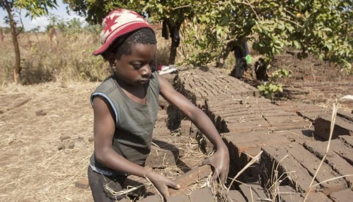 Στοιχεία σοκ: Το 10% του παγκόσμιου πληθυσμού παιδιών κάτω των 14 ετών εργάζεται!