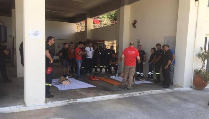 Οι διασώστες του ΕΚΑΒ Χανίων εκπαιδεύουν τους διασώστες της Πυροσβεστικής (φωτο)