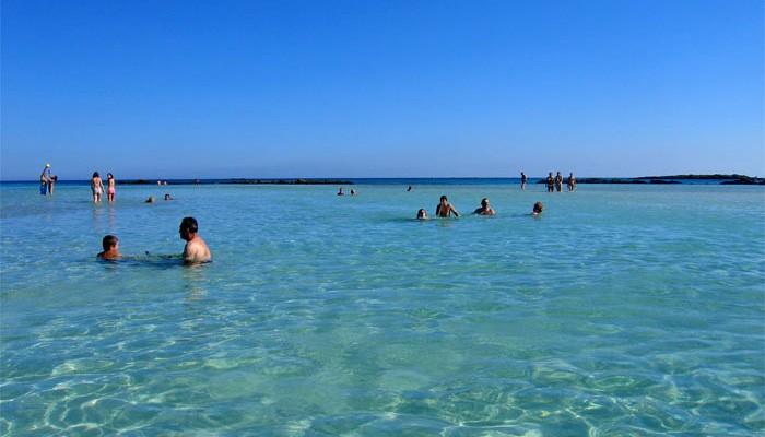Κανείς... συνωστισμός την Κυριακή στις παραλίες της Κισάμου (φωτο)