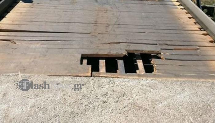 Προσοχή!  Έχει σπάσει το δάπεδο της γέφυρας στο Πατελάρι (φωτο)