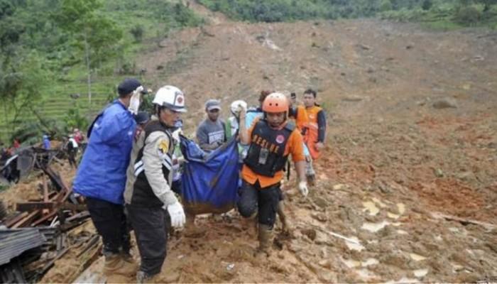 Ινδονησία: Τουλάχιστον 15 νεκροί σε ναυάγιο πορθμείου στα ανοικτά της Ιάβας
