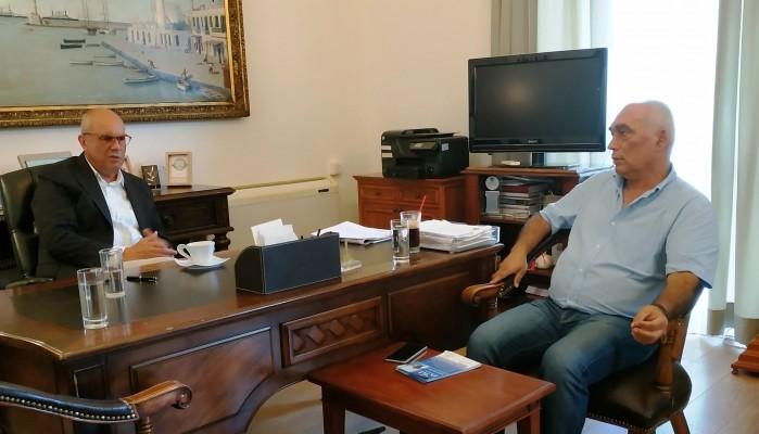 Σε Διευθύνσεις Εκπαίδευσης και Δήμαρχο Χανίων ο Γιάννης Κασσελάκης